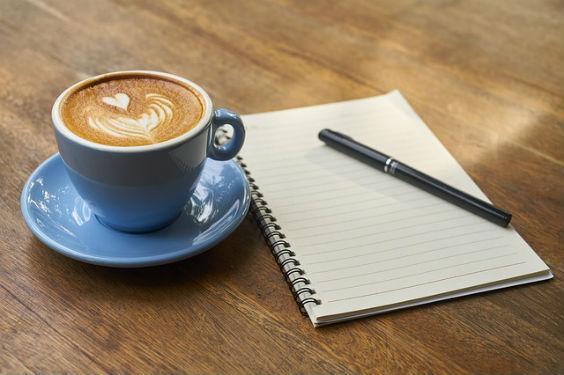 Kaffee, Zettel und Stift