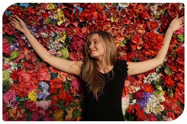 Entspannung Frau in Blumen