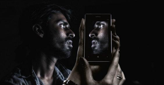 mann smartphone spiegel ye 564