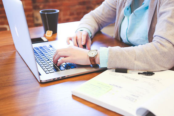 student laptop schreiben gh 564
